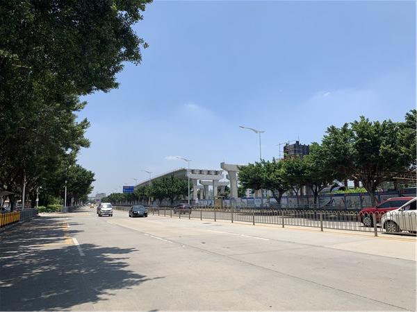 沙井北环路环镇路段可见外环高速正在铺轨.jpg