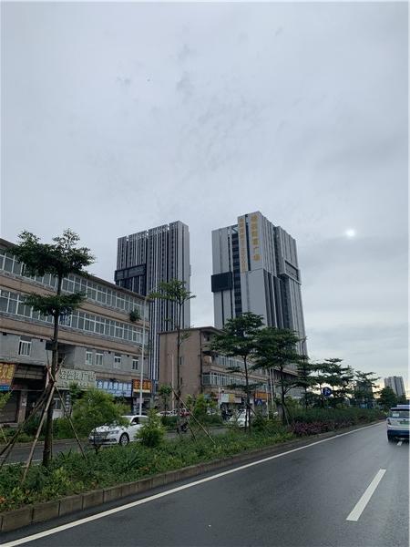 南环路东往西方向看到的锦胜财富大厦写字楼.jpg