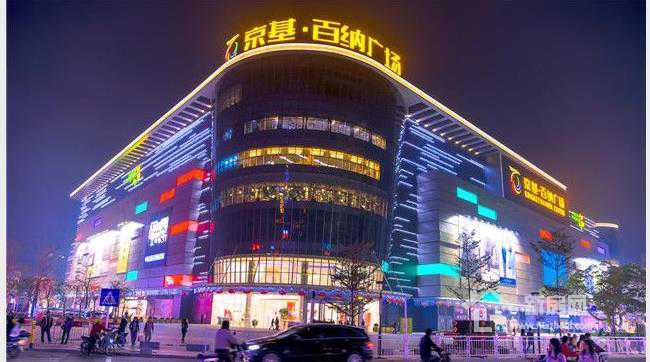 畔山香莎公馆旁边的京基百纳广场.jpg