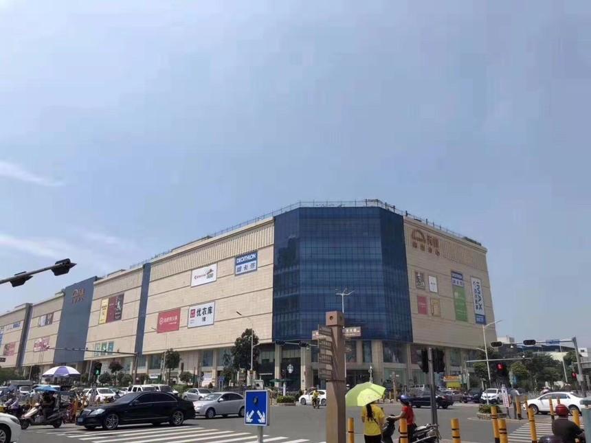 畔山香莎公馆旁边的新沙天虹.jpg