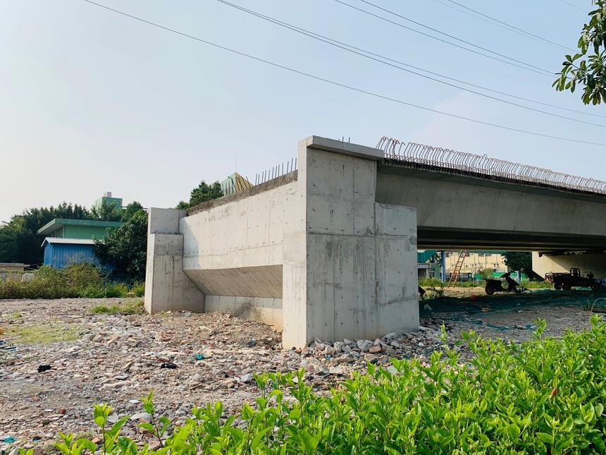 外环高速松福路西侧的车道出口.jpg