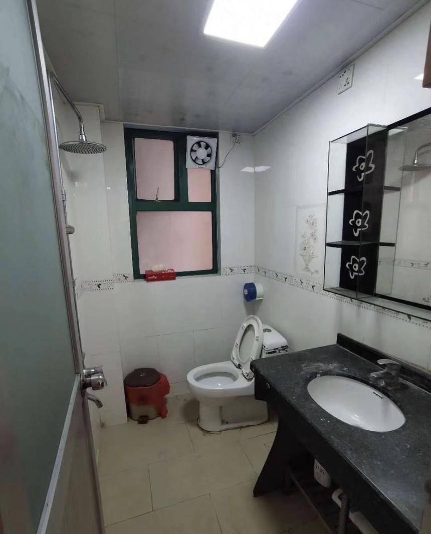 德金花园二手房一房卫生间实拍