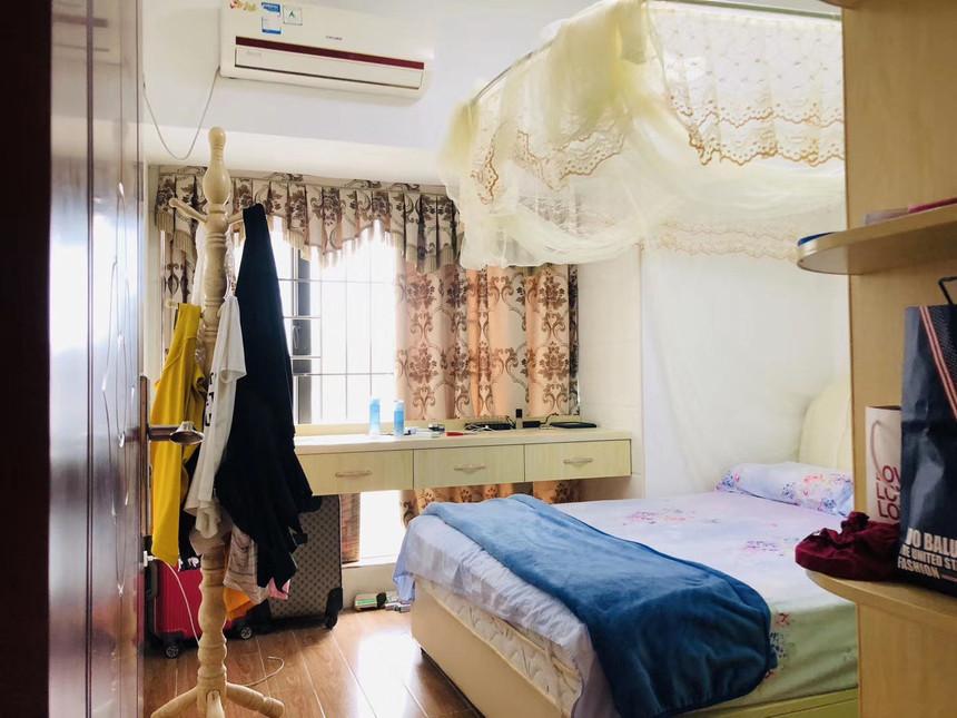中泰国际二手房二房卧室实拍