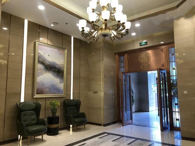 小产权房的电梯大厅.jpg