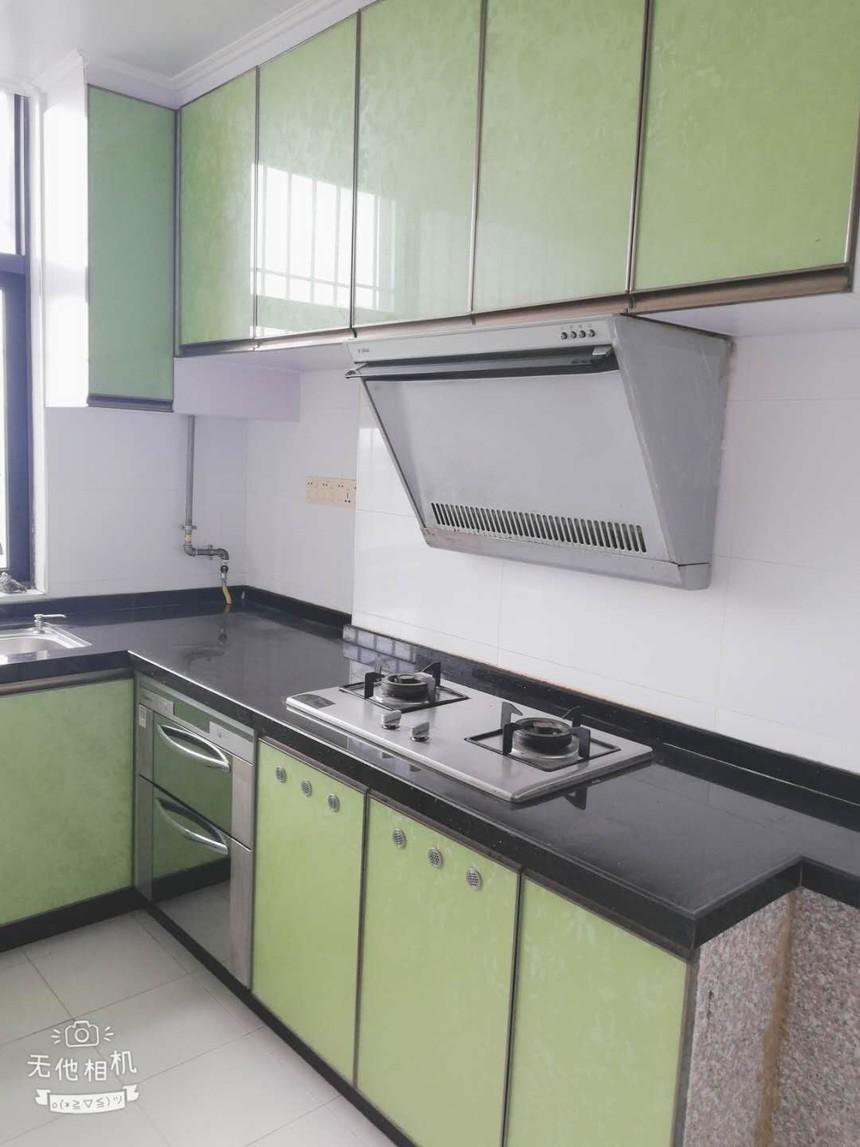 新富豪庭二手房三房厨房实拍