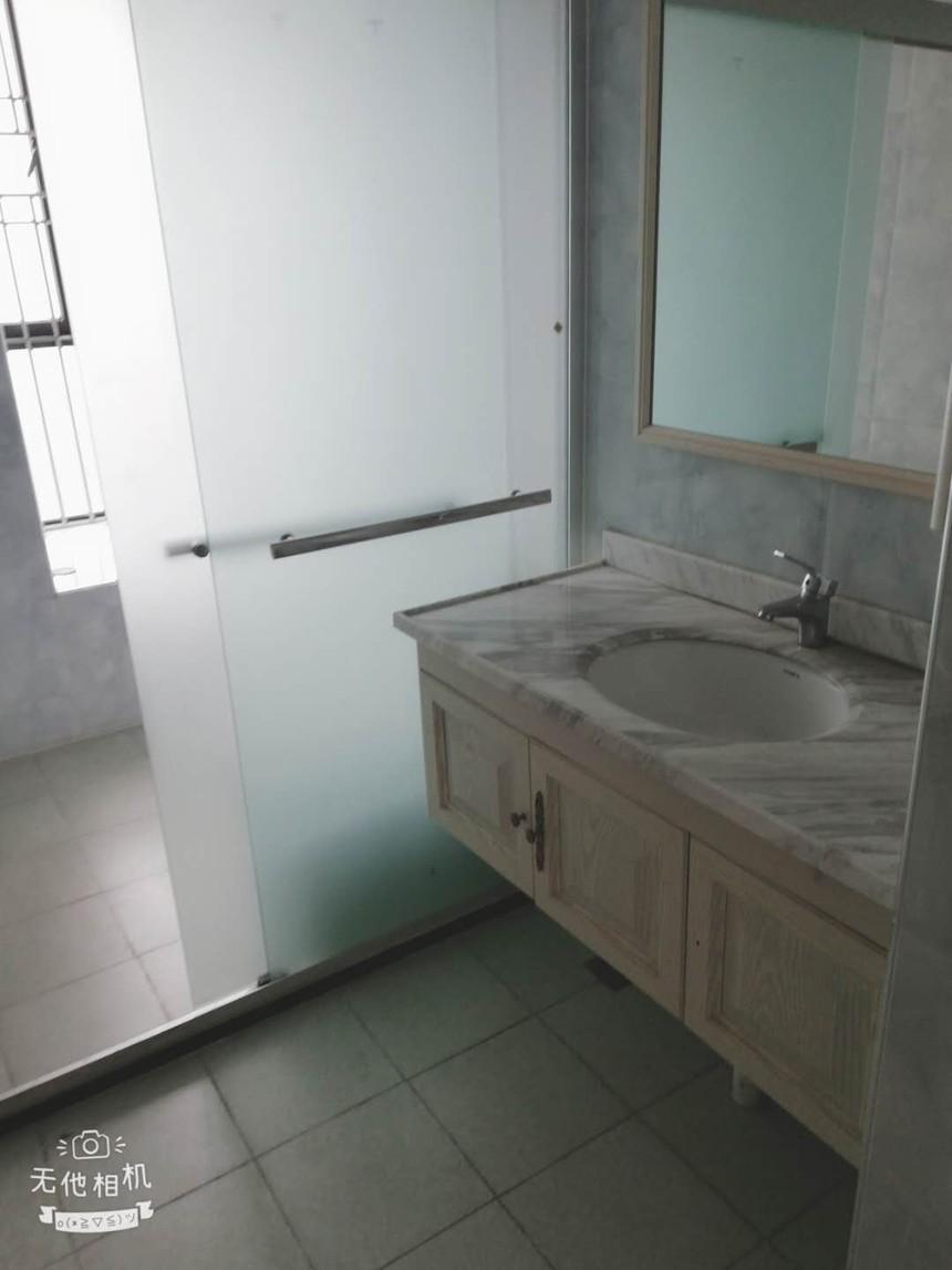 新富豪庭二手房三房卫生间实拍