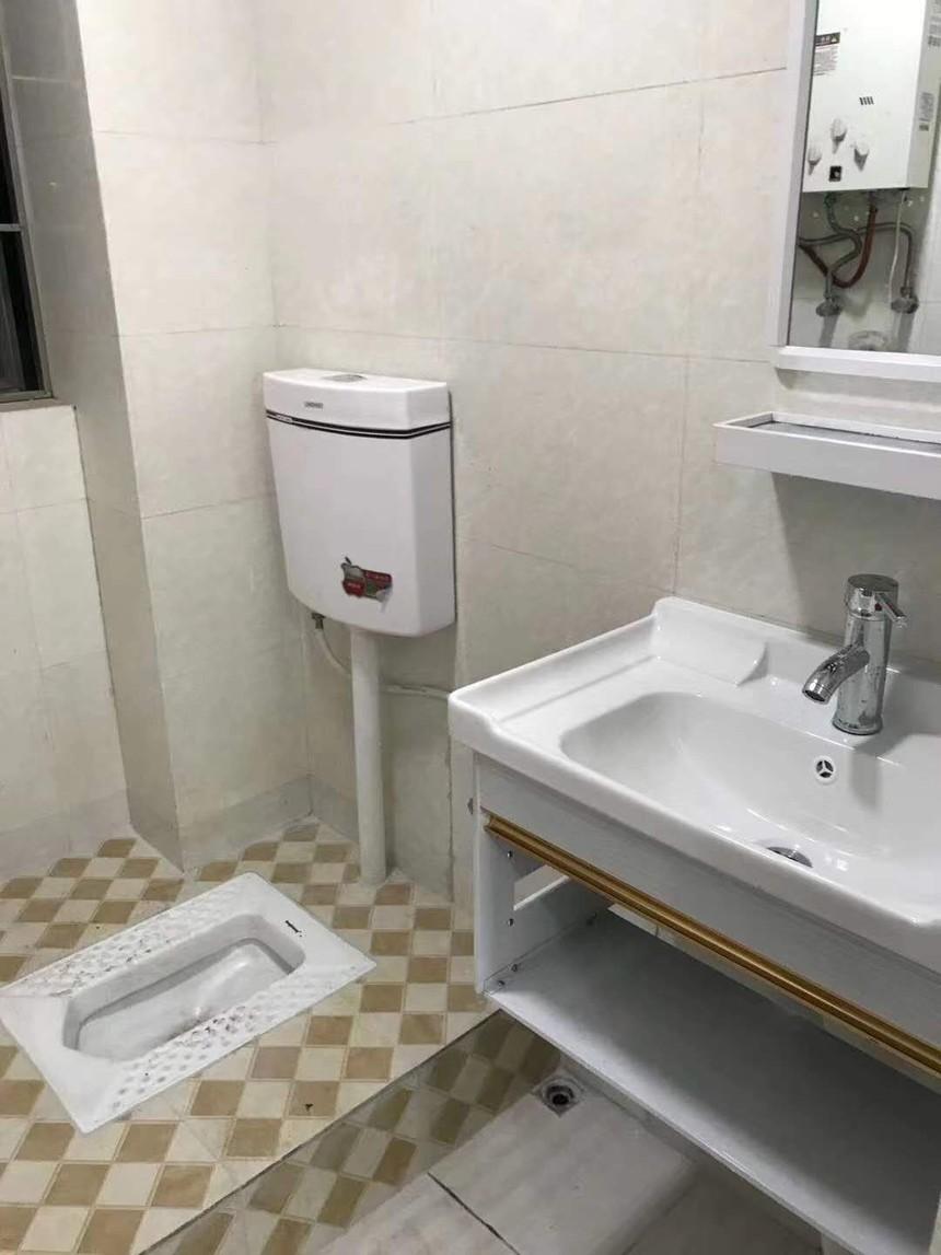 正海华府二手房三房卫生间实拍