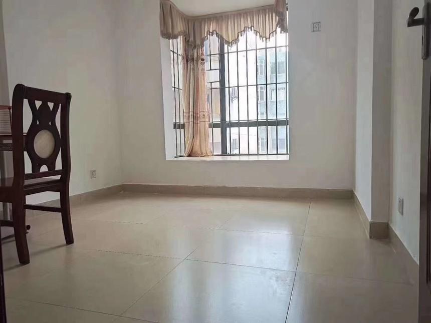凤城花园二手房2+1房卧室实拍
