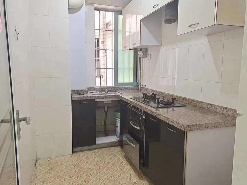 凤城花园二手房2+1房厨房实拍