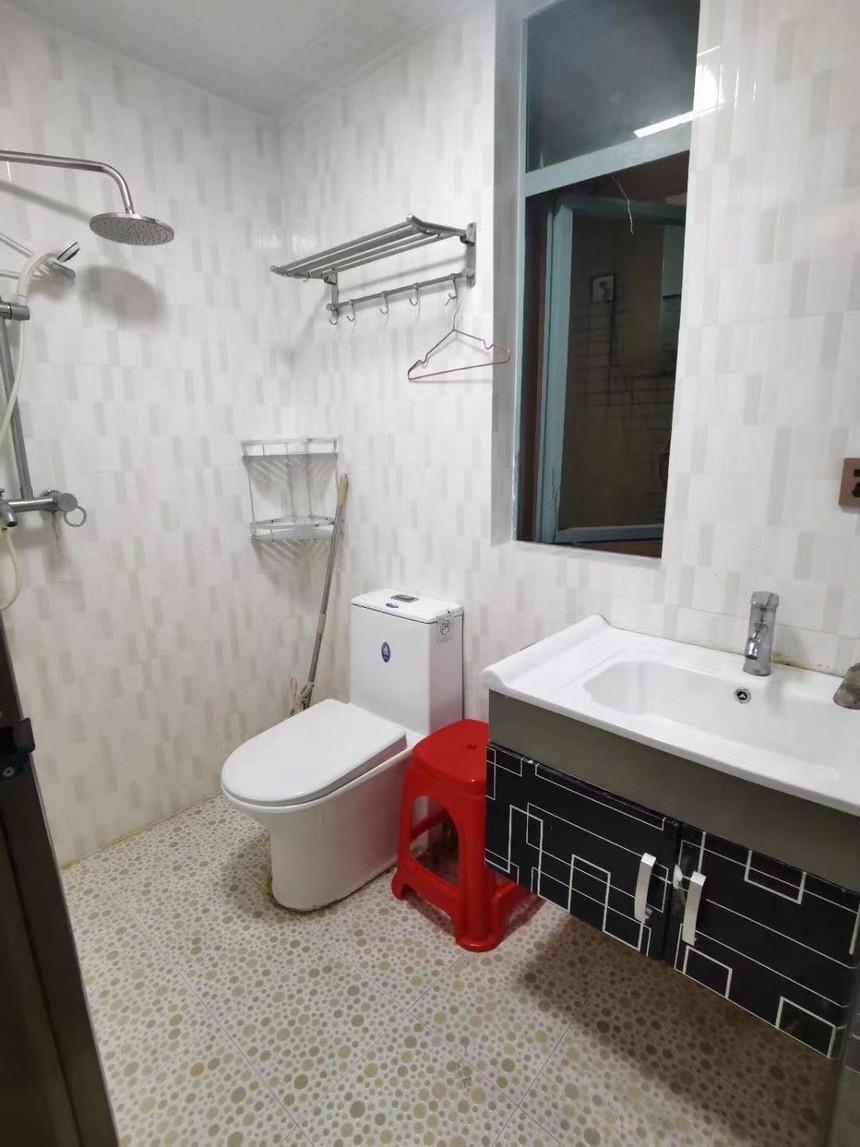 中心名座二手房一房卫生间实拍