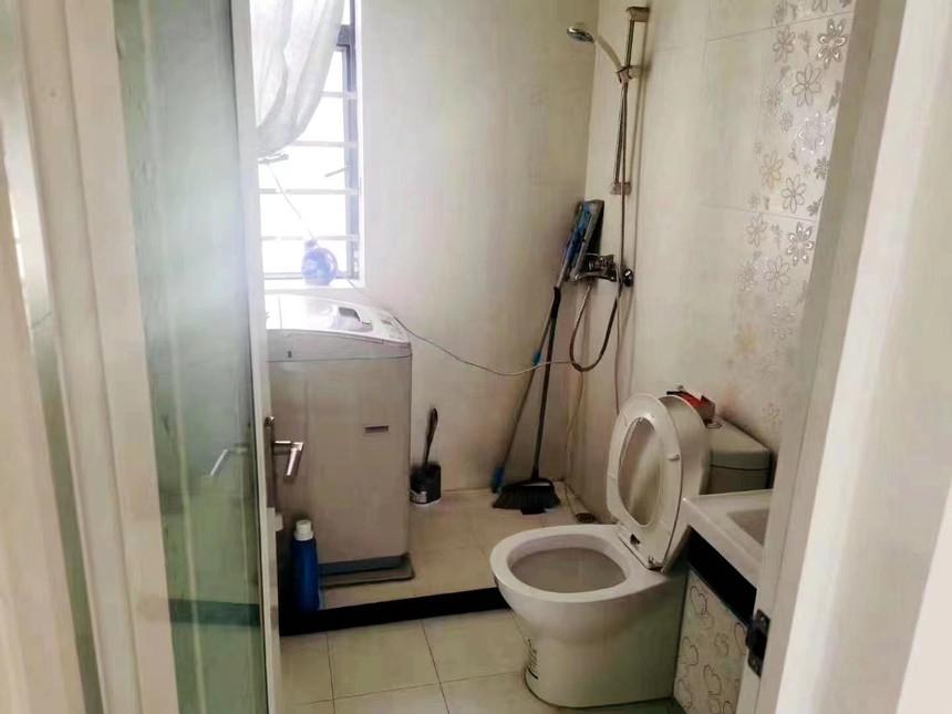 星悦豪庭二手房三房卫生间实拍