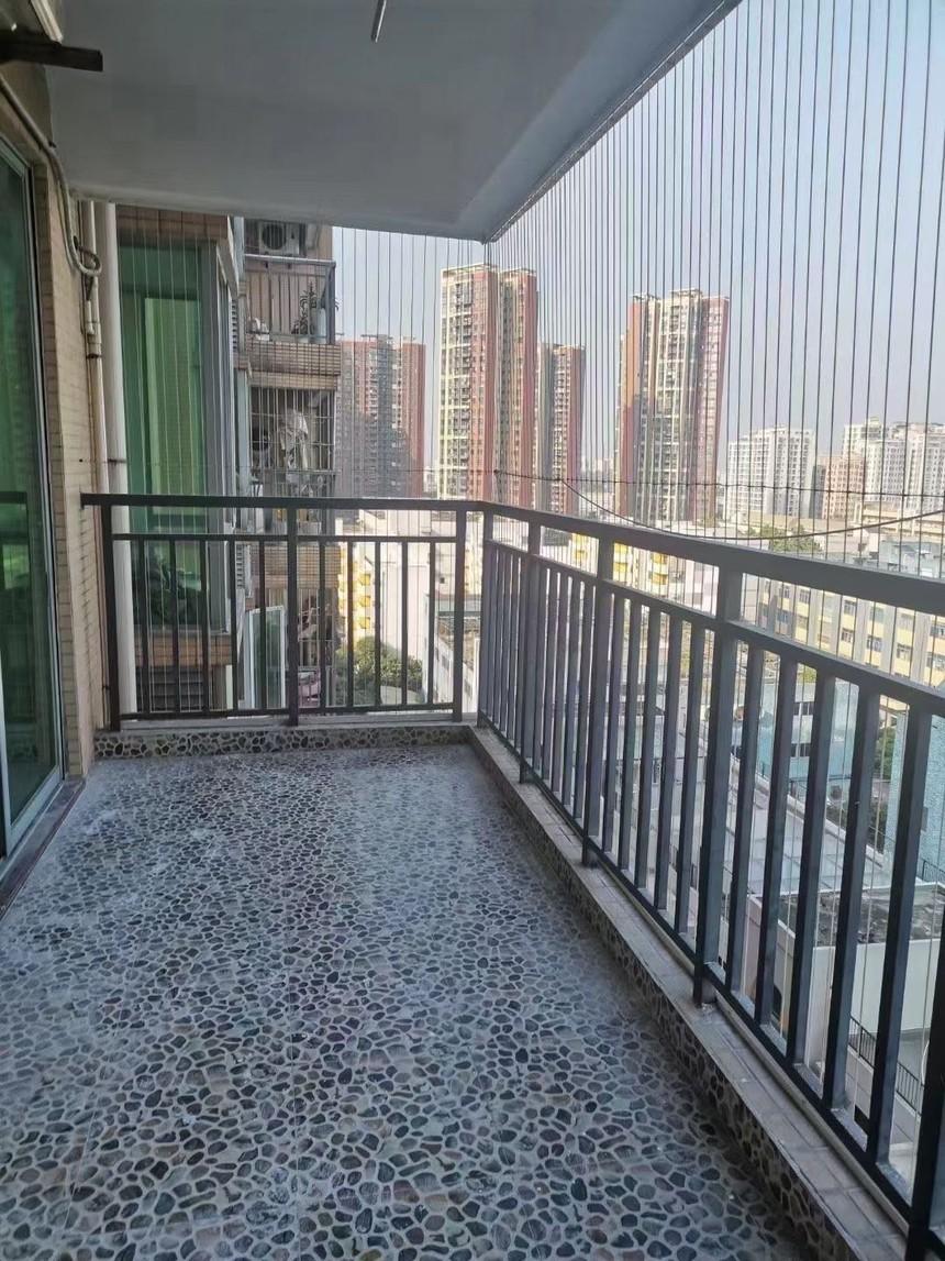 凤城花园二手房二房阳台实拍