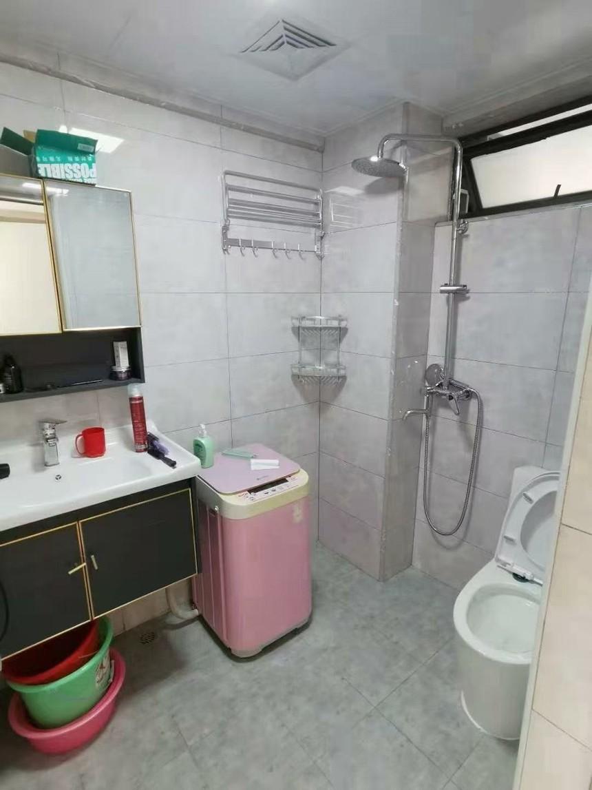 红星国际二手房三房卫生间实拍