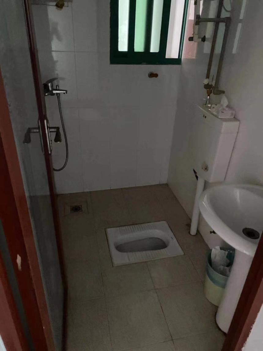 荔园小区二手房三房卫生间实拍