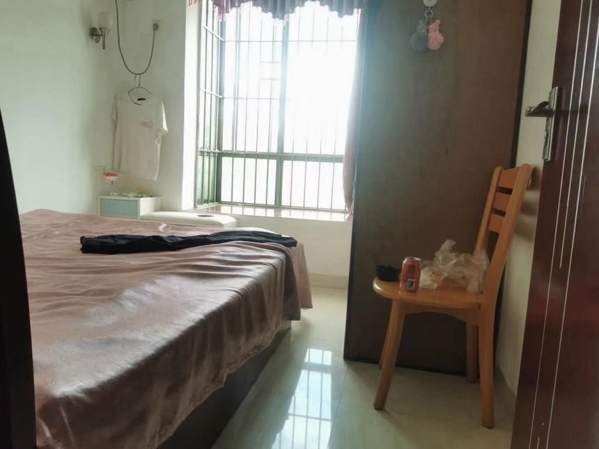 凤城花园二手房二房卧室实拍