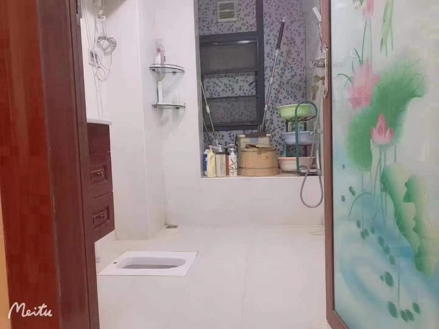 盛芳园二手房2+1房卫生间实拍
