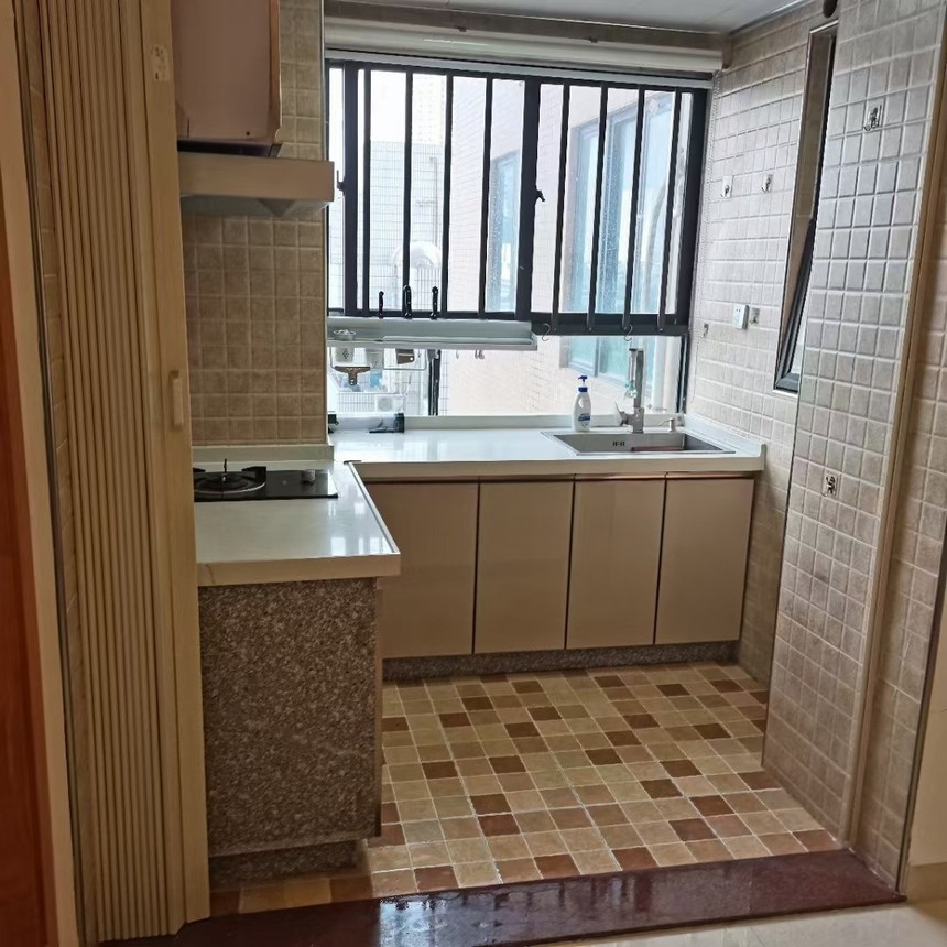 中泰国际二手房三房厨房实拍
