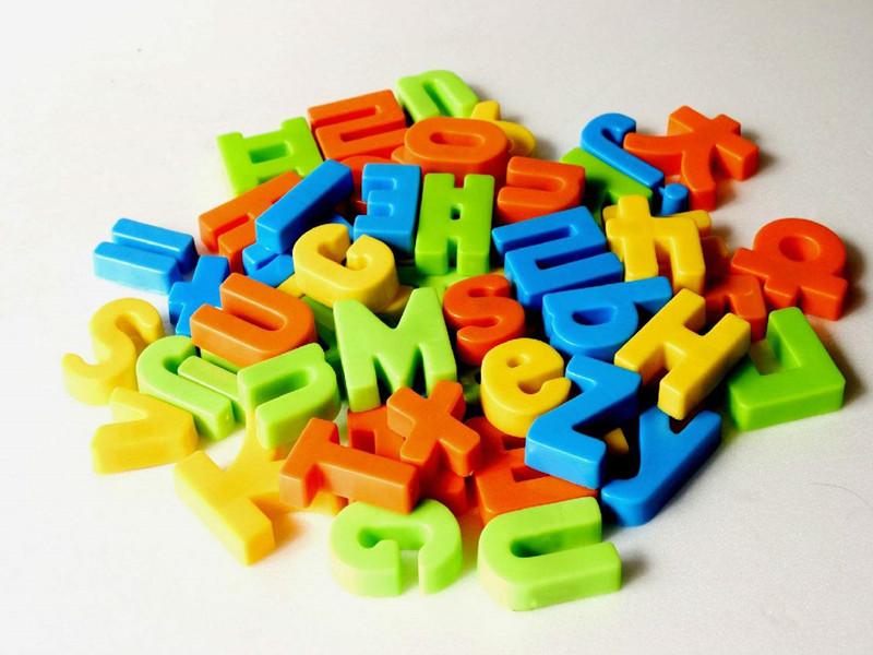 注塑加工廠家教你如何選擇塑料玩具