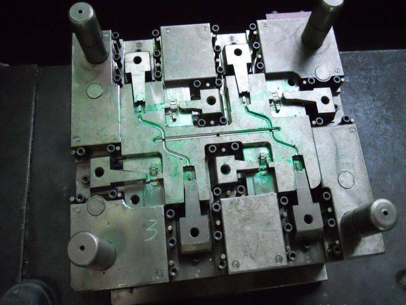 精密注塑模具溫度對塑料加工件有哪些影響