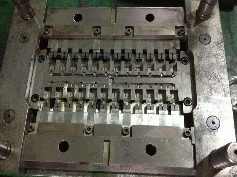 連接器注塑模具