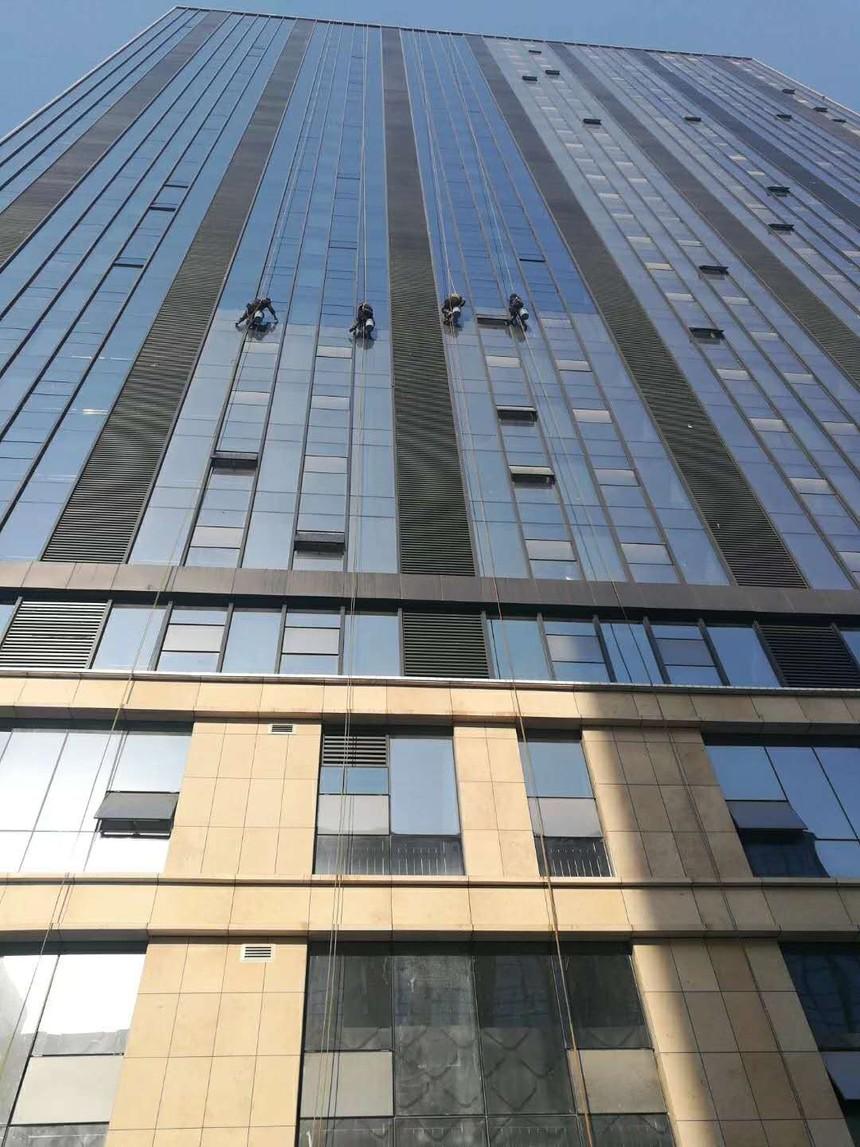 玻璃幕墙维修.jpg