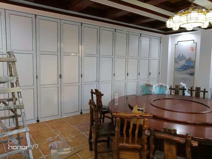 板式饭店折叠隔断门.jpg