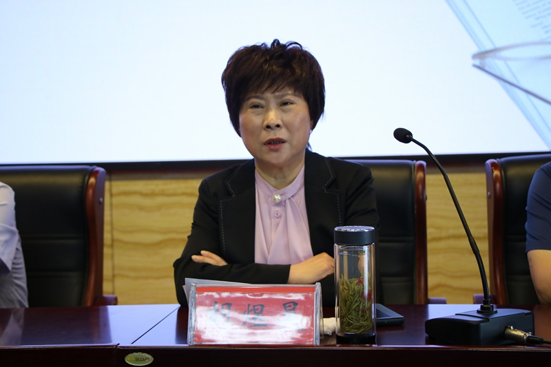 5、县教体局党组副书记、副局长胡煜昊讲话.jpg