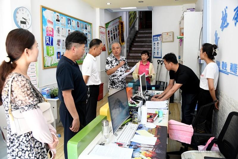 图一:潢川县教体局深入校外培训机构开展暑期安全督查工作.JPG