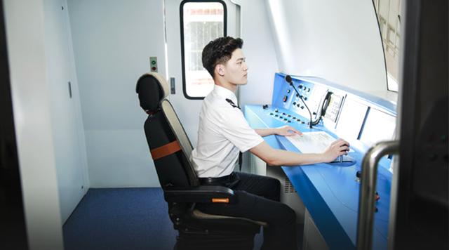 四川高铁专科学校高铁专业男乘务员有什么要求?