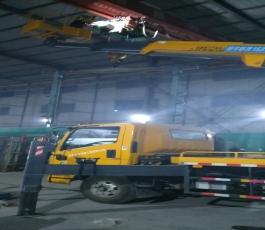路灯车在大庄工业园作业
