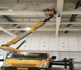 山东国际会展中心租用路灯车