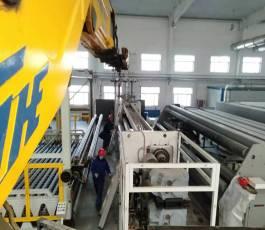 设备吊装就选折臂吊车,工程车中的大力水手