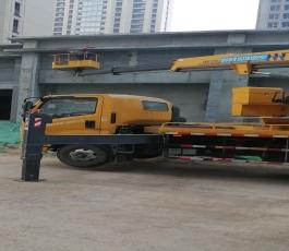 路灯车在华山施工