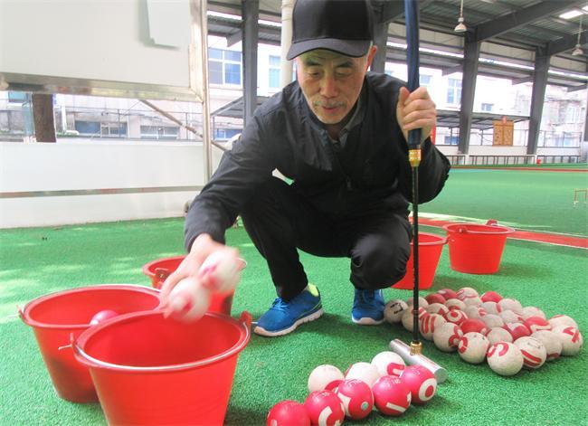 吴祖溪资助购买公用门球及装球小桶。.JPG