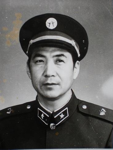 图3、85式领章帽徽.jpg