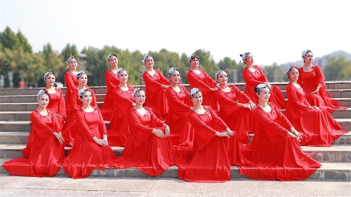海燕舞蹈团第六届舞蹈大赛参赛队员.jpg