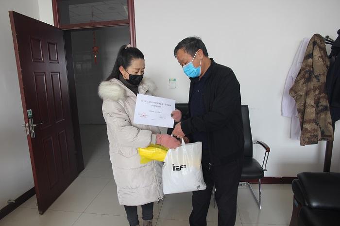 疫情防控期间在医院物资紧缺的情况下,为兄弟单位永宁镇政政府捐赠垃圾袋50个.JPG