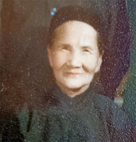 母亲摄于1978年.jpg