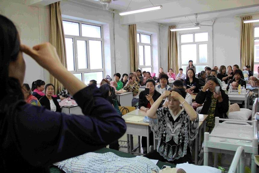甘南职教中心学校育婴员班开班