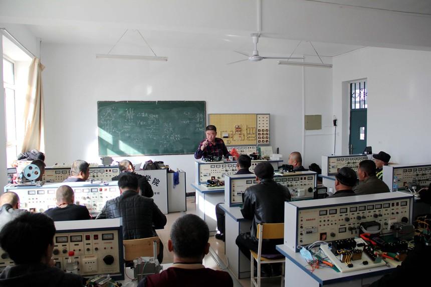 甘南职教精准点餐培训 电工班成就学员未来