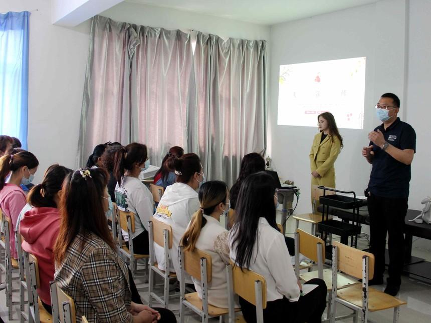 甘南职教中心学校美容班开班