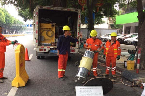 杭州化粪池清理被堵现场