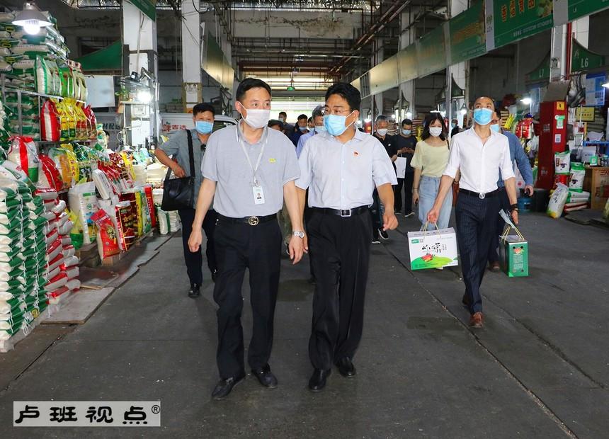 2走访上海农产品中心批发市场.jpg
