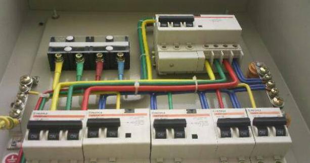 电箱的实物接线图