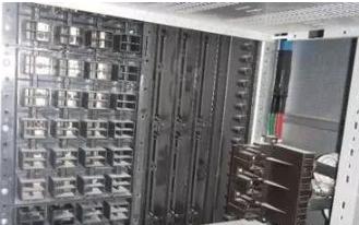 图5配电盘分隔板