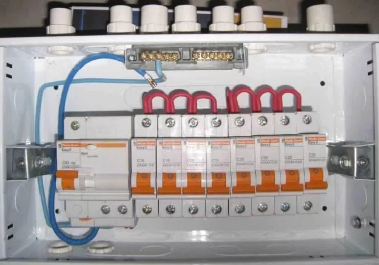 配电箱漏电保护器