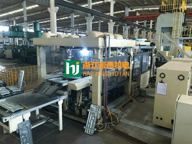 空调底板焊接生产线.jpg