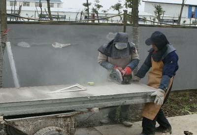 GRC轻质隔墙板施工——锯板