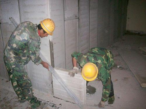 GRC轻质隔墙板施工——校正