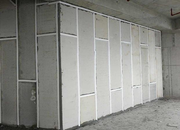 轻质隔墙板的厚度